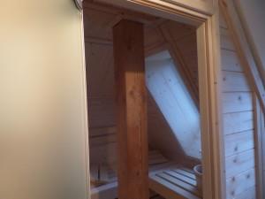Dachschräge Sauna mit Fenster